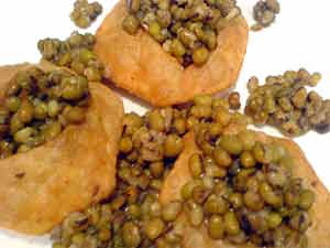 Uttar pradesh recipes cuisine of uttar pradesh indian recipes moong dal kachori recipe forumfinder Images